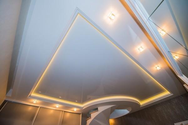Альбом: Глянцевый, белый натяжной потолок со светодиодной подсветкой, 18 кв.м.. Фото: 249
