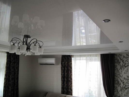 Альбом: Двухуровней потолок со светодиодной подсветкой, комбинирование фактур полотна.. Фото: 237