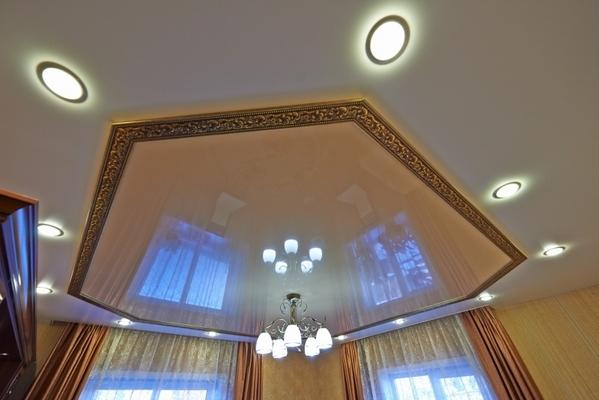 Альбом: Натяжной потолок с комбинированием двух полотен. Фото: 215