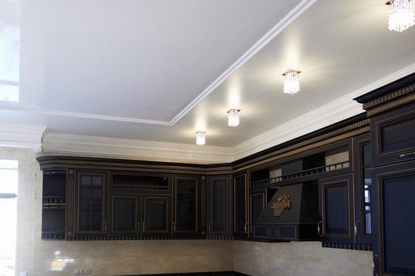 Альбом: Натяжной потолок с комбинированием двух полотен, 20 кв.м.. Фото: 228